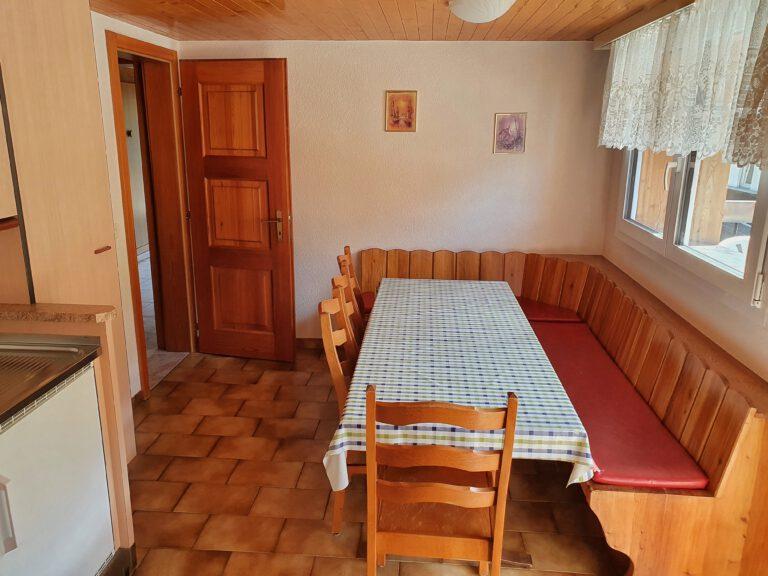 Eine Sitzecke in einer Küche
