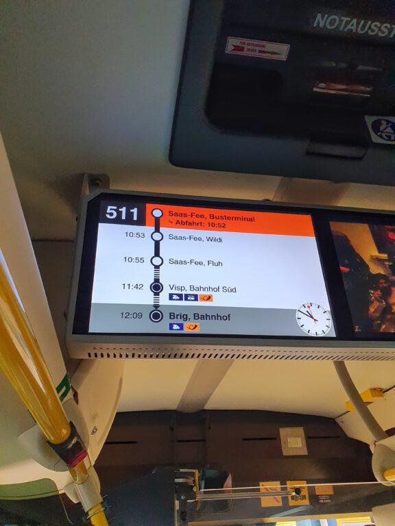 Die Anzeige in einem Reisebus in Saas-Fee